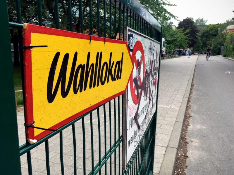 Wahllokal Schild in Berlin