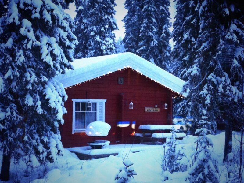 Nachbar-Hütte Mökki im Wald