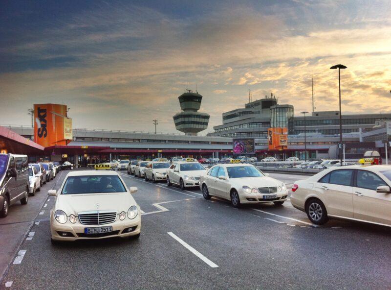 Taxistand am Flughafen Tegel