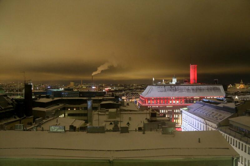 Helsinki Skyline Panorama bei Nacht