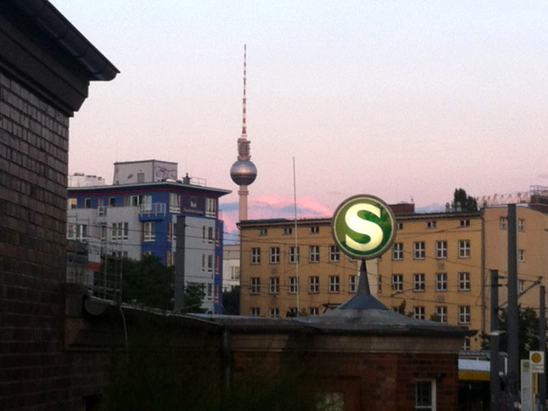 Berlin: Fernsehturm vom Nordbahnhof aus gesehen