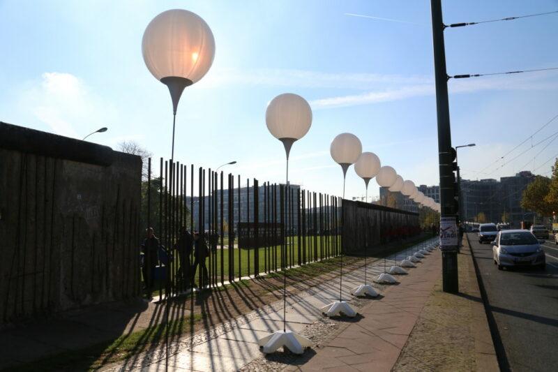 Berliner Mauer Lichtgrenze: Berlin Bernauer Strasse