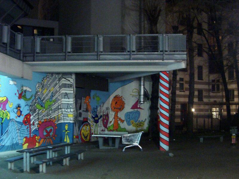 Berlin Kreuzberg: Hof bei Nacht