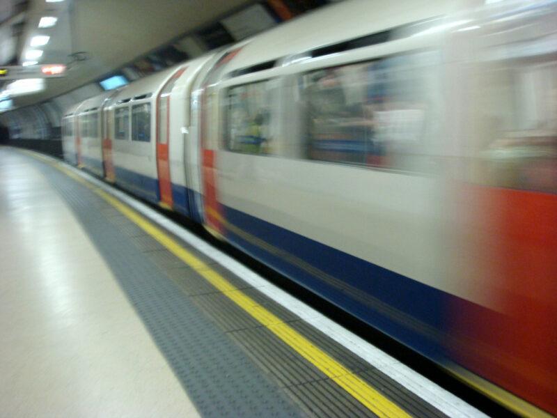 London Underground U-Bahn-Zug im Tunnel