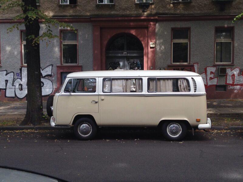 VW-Bus Bulli creme-weiss 70er-jahre